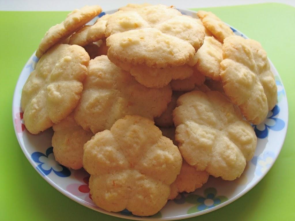 Biscotti semplici con lo sparabiscotti