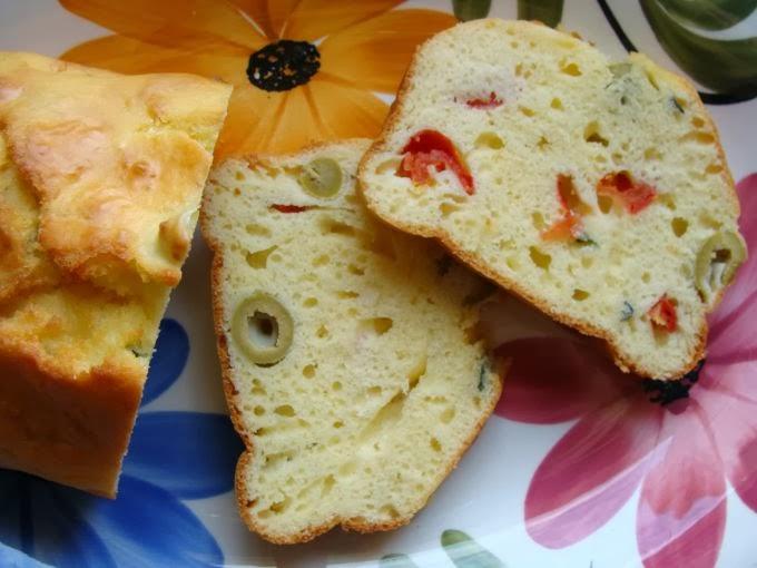 Plumcake salato con olive e pomodorini