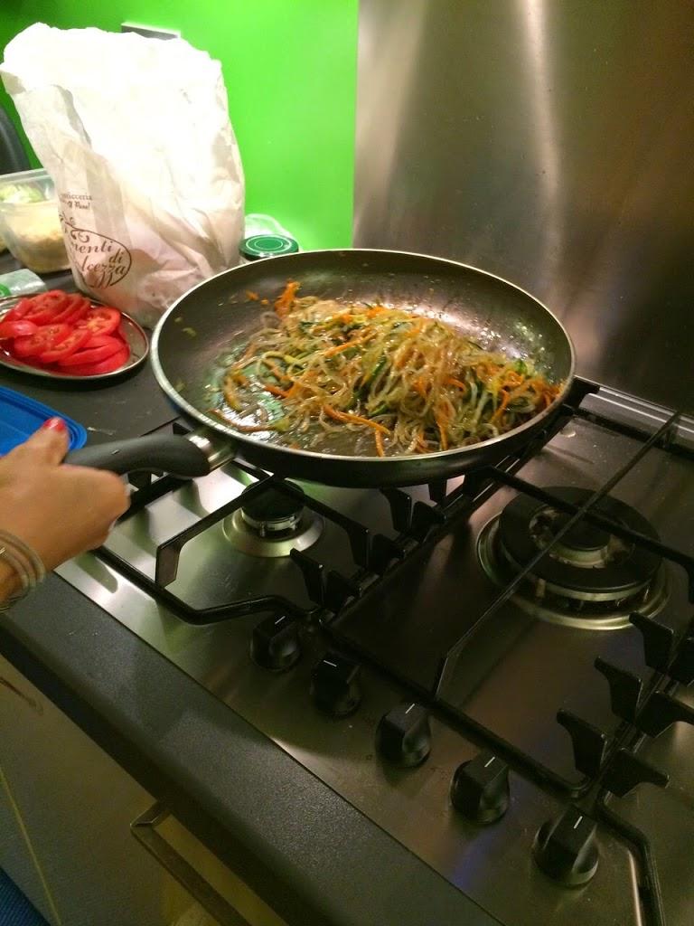 Shirataki con spaghetti di zucchine e carote