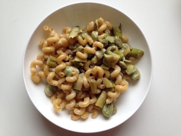 pasta con fave e asparagi