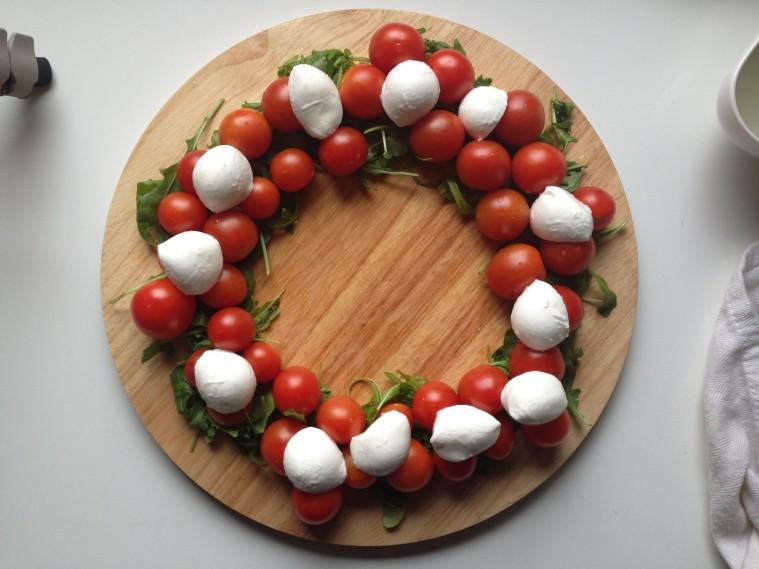 ghirlanda di mozzarella e pomodori