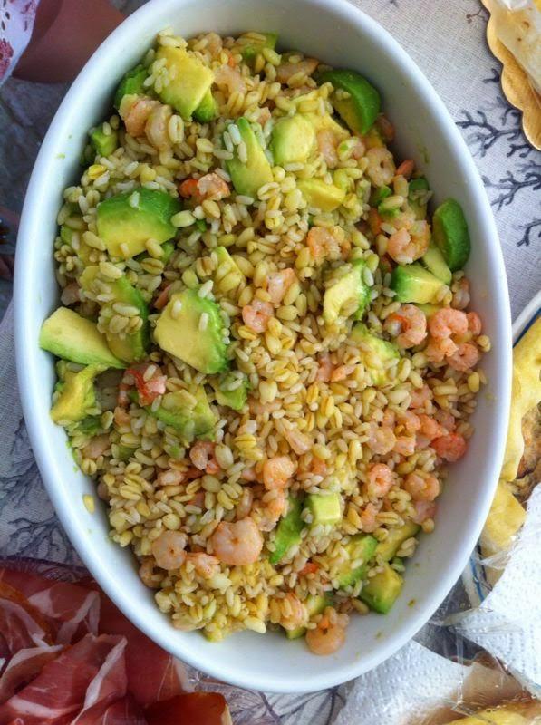 insalata di cereali avocado e gamberetti