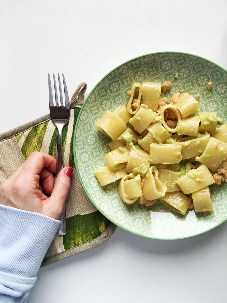 pasta con avocado e salmone
