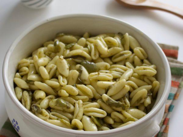 Gnocchetti con asparagi e fave