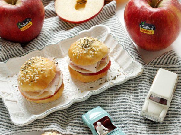 Panini alle mele con prosciutto e formaggio